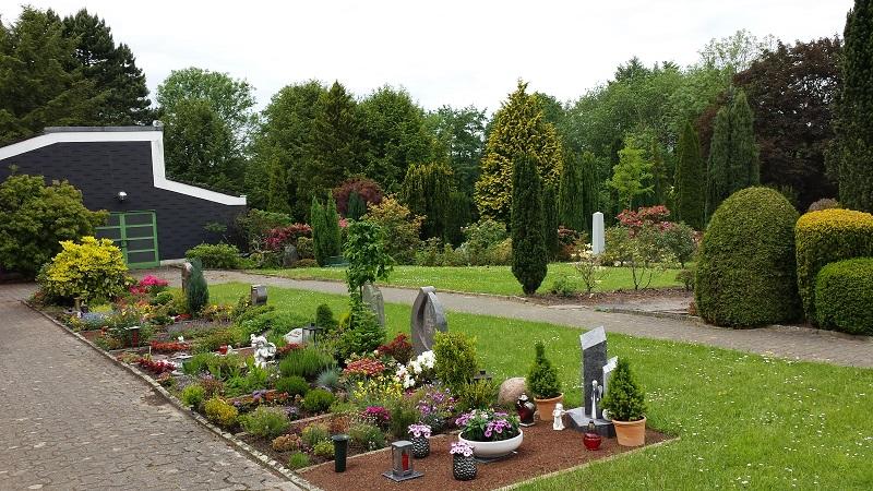 Friedhof Gruiten Gräber Kapelle