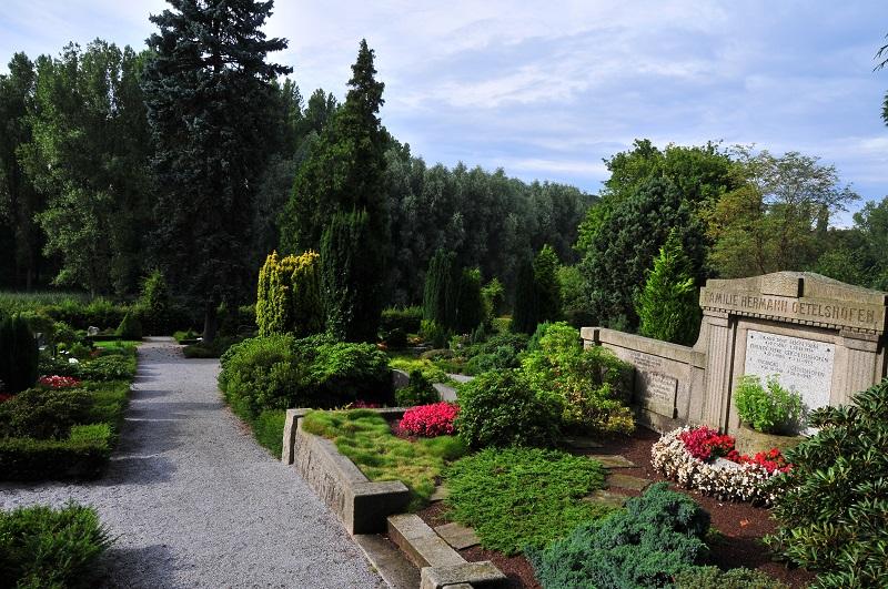 Friedhof Schöller Grabmal