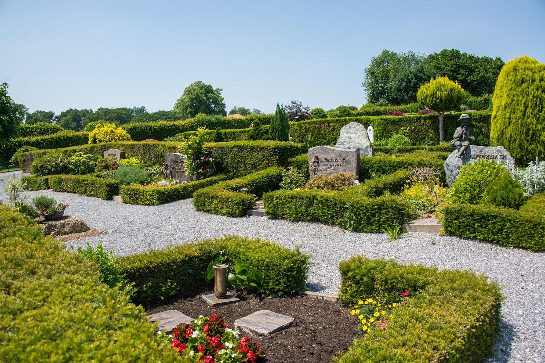 Friedhof Düssel Gräber Wege