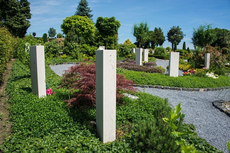 Friedhof Düssel Grabsteine
