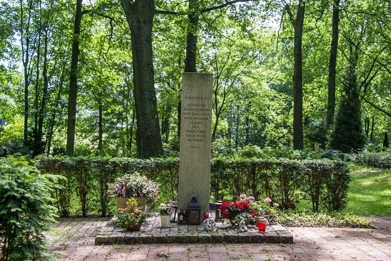 Friedhof Hochdahl Grabmal