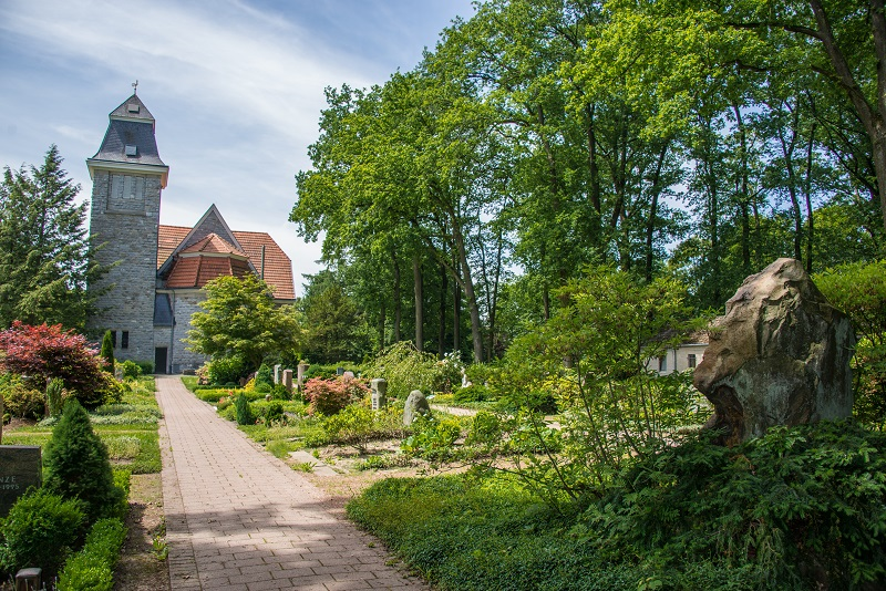 Friedhof Hochdahl Weg zur Neanderkirche