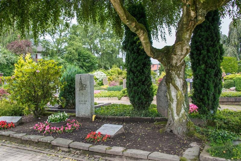 Friedhof Homberg Grab