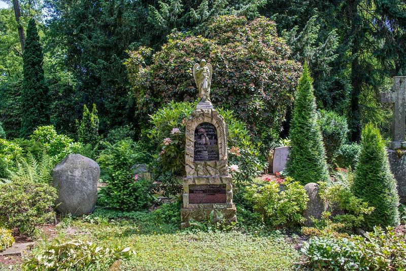 Friedhof Linnep Grabmal Engel