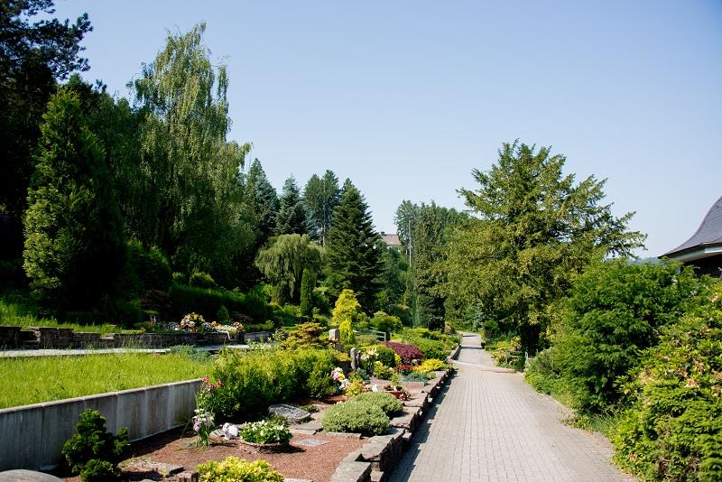 Friedhof Neviges Gräber
