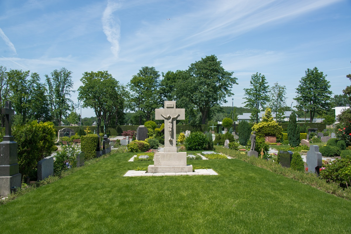 Friedhof Ratingen Kreuz